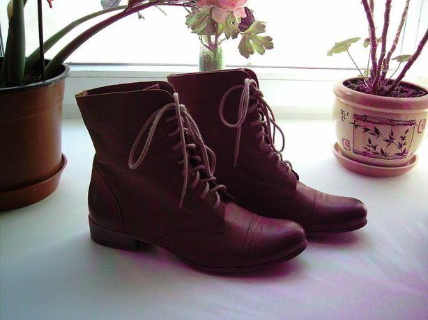 Ботинки на шнуровке.