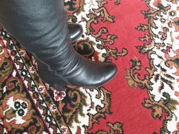 Продам кожаные сапоги ботфорты  зима