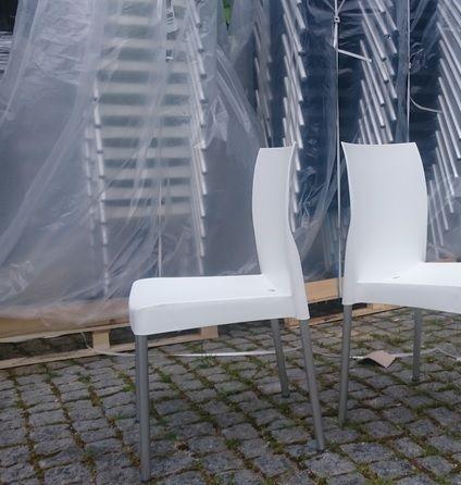 Cadeira em polipropileno branca ou preta