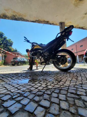 Suzuki DR Supermotard 125cc (Troco p/moto 35kw)
