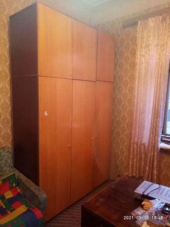 Шкаф трехстворчатый с антресолями времен СССР