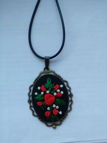 Medalion z haftem - handmade