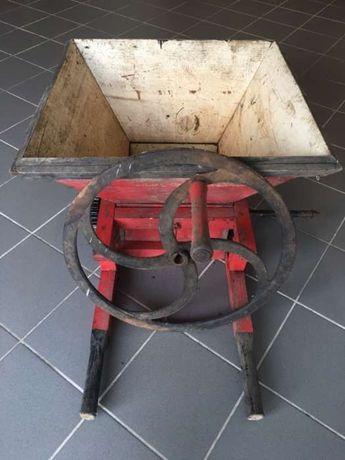 Esmagador antigo em madeira e ferro fundido impecável!