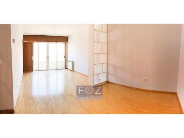 Apartamento T3 - ao Campo Alegre