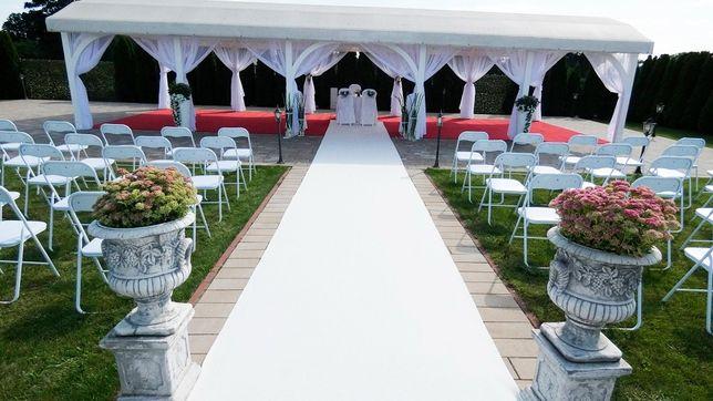 Biały dywan ślub kościół dekoracje