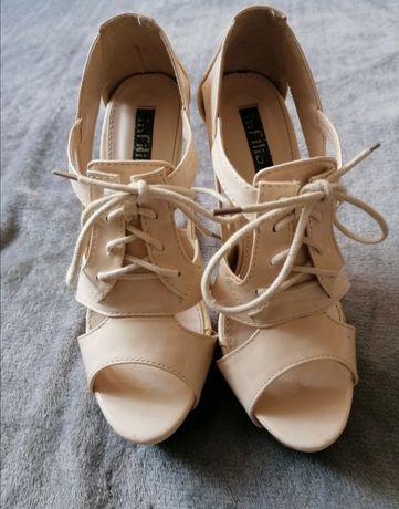 Beżowe szpilki sandałki