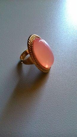 złoty pierścionek z oczkiem, modny, stylowy, New Yorker