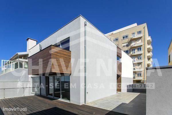 Moradia T5+1 c / garagem e terraço - Espinho