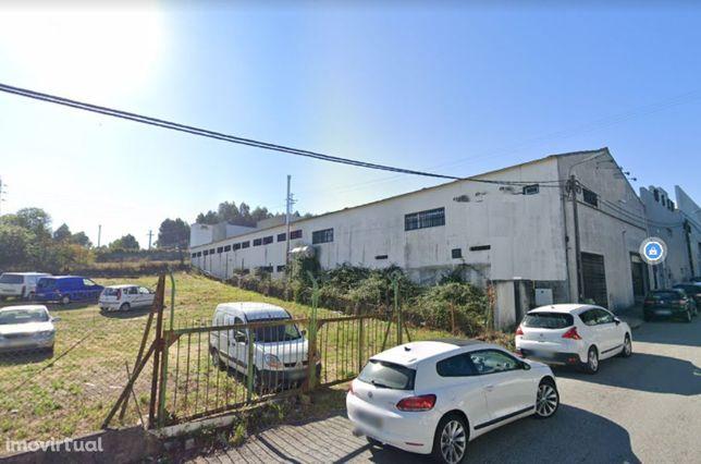 Vende-se armazém em zona de industrial, com 750 m2