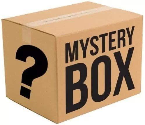 Mystery box z różnymi  rzeczami