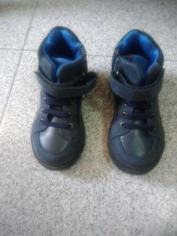 Bota/sapato criança tamanho 20 e 24 como novos