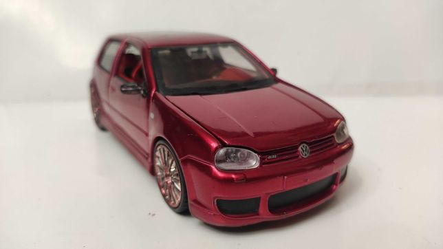 Модель Volkswagen Golf R32 1.24 Red Prorodz Maisto