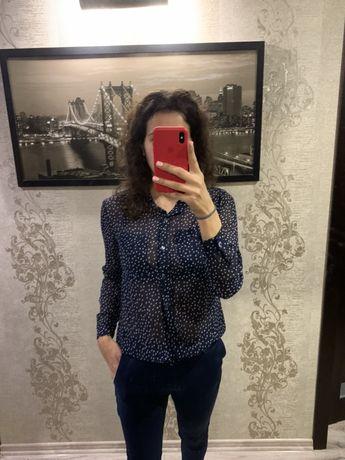 Шифоновая синяя блузка в мелкое сердечко