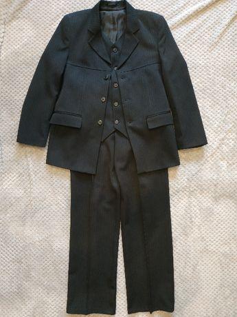 Sprzedam 3 częściowy garnitur chłopięcy