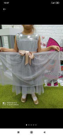 Нарядное платье в паетках на 5-7 лет