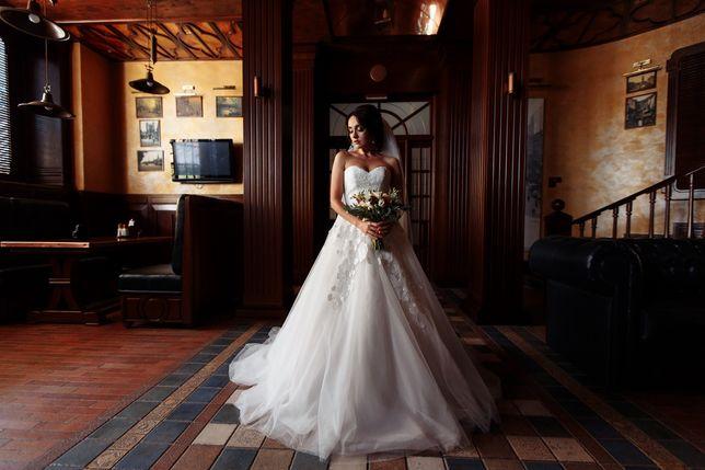 Шикарное белое свадебное платье от Dominiss