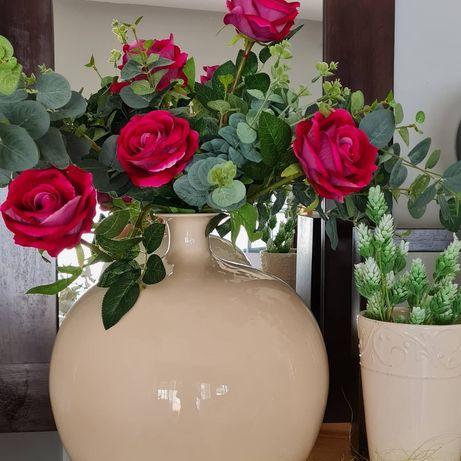 Vaso de rosas aveludadas