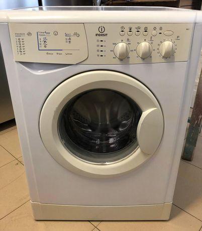 Máquina de roupa Indesit