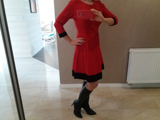 Sukienka czerwona z czarną koronką L