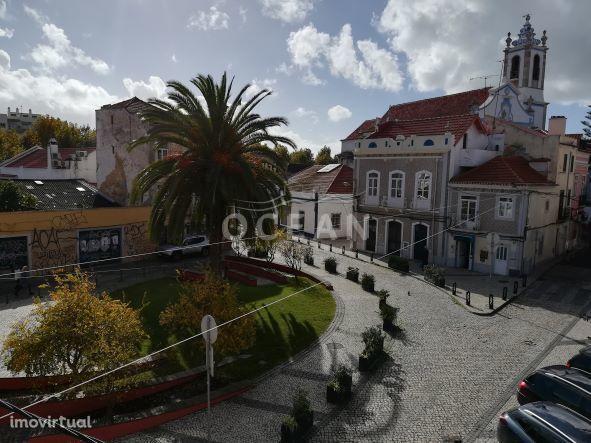 Prédio na zona histórica com projecto de arquitectura aprovado