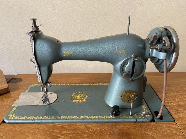 Maquina de costura vintage com movél de madeira maciça