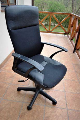 Fotel biurowy, czarny, duży, wygodny