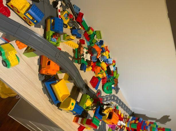 Klocki LEGO DUPLO kilka zestawów samochody pociągi figurki zwierzęta