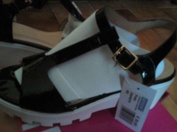 Sandálias pretas ótimo preço
