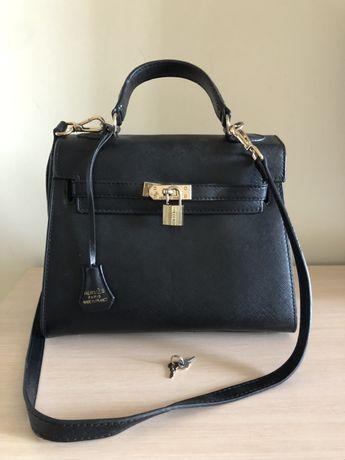 Модная сумка с замочком и длинным ремнём