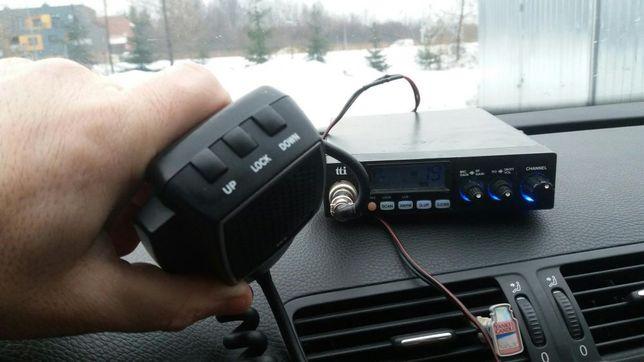 CB radio z anteną.