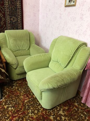 Диван и два кресла, мягкие и уютные