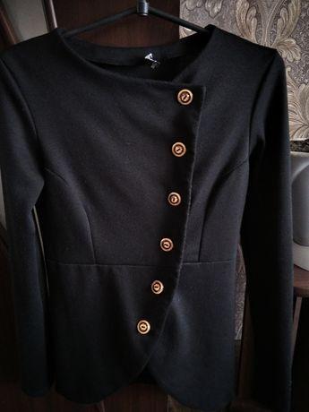 Чёрный пиджак на пуговицах школьный