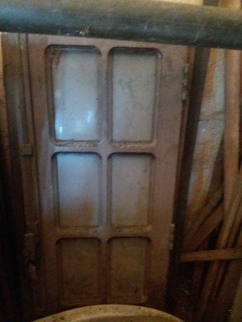 Janelas e portas de madeira maciça