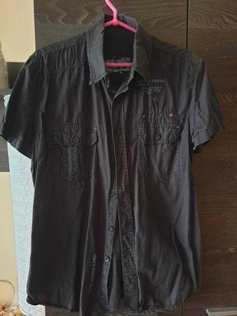 Młodzieżowa czarna koszula z napisami