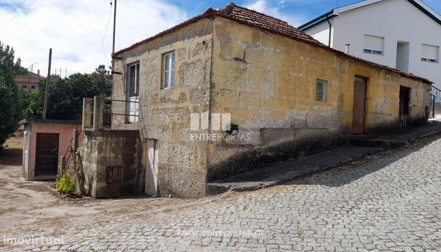 Venda Moradia V2 para Reconstruir com Terreno, Castelões, Penafiel