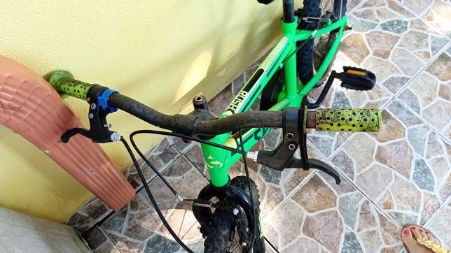 Bicicleta verde criança