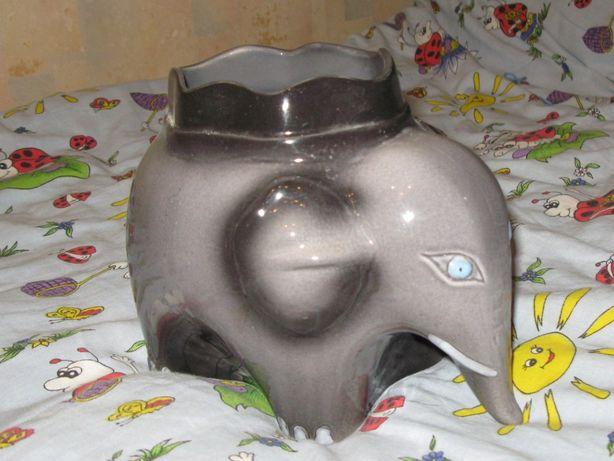 Керамическое кашпо для цветов в виде слона