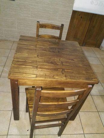 Mesa de madeira e 2 cadeiras