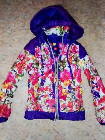 Продам куртку осень весна на девочку с 4 до 6-7 лет