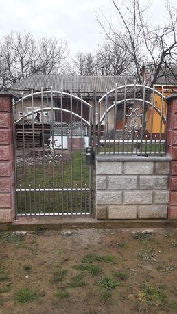 Ворота з нержавіючої сталі, брами з нержавійки, перила, балкони.