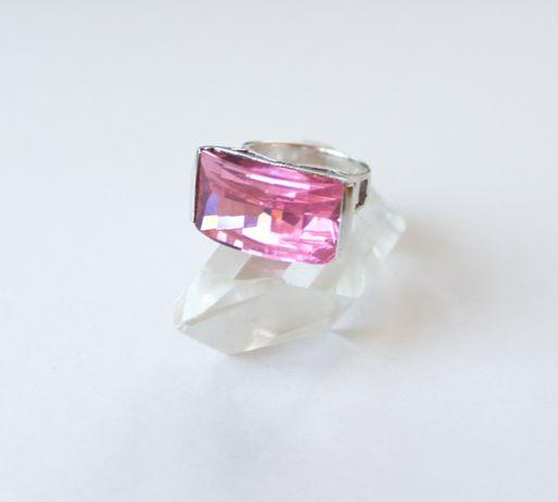 Srebrny pierścionek z różowym kryształem