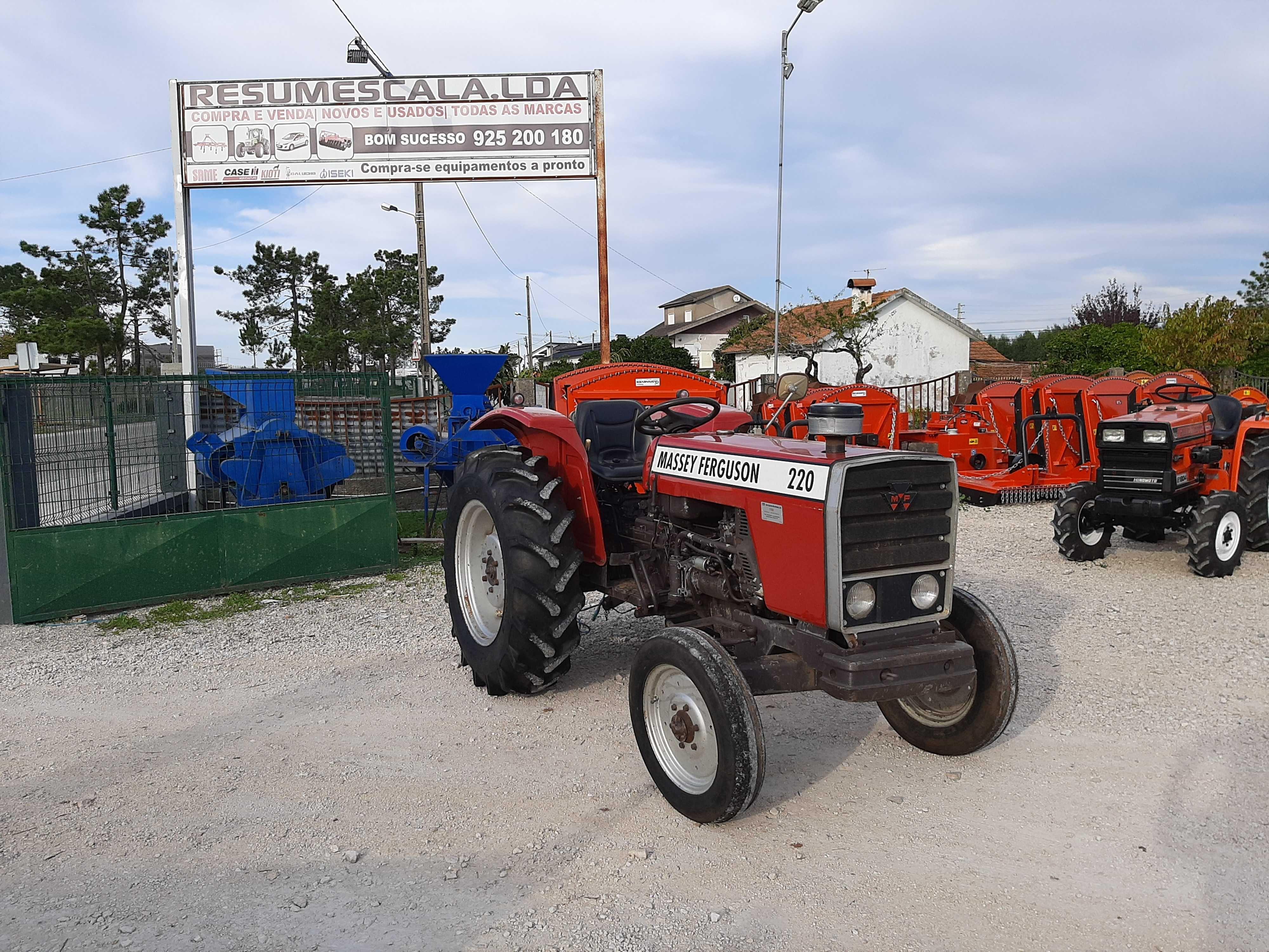 Tractor/Trator Massey-Ferguson MF220