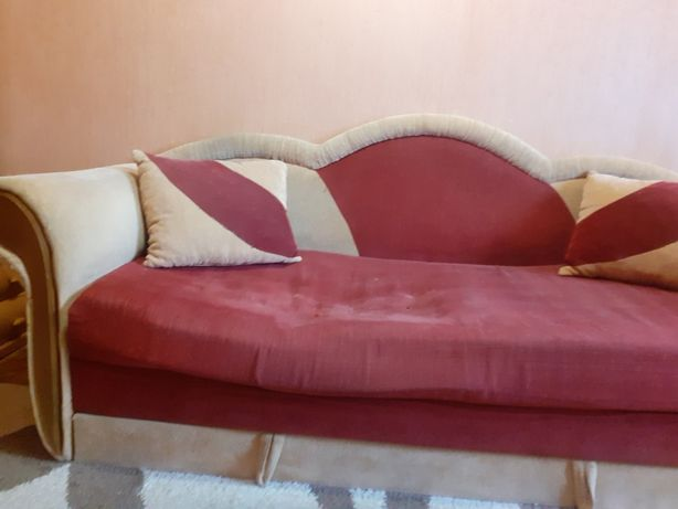 Продаю старый диван на дачу