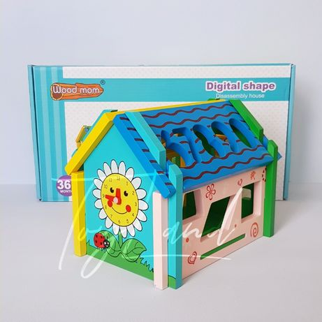 Деревянный домик сортер, цифры, часы