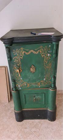 Cofre monobloco verde e dourado