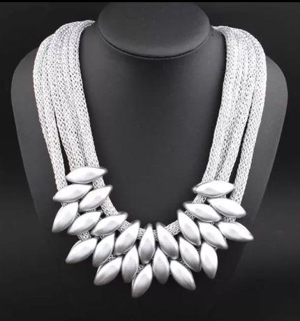 Naszyjnik wielowarstwowy kolor srebra idealny prezent