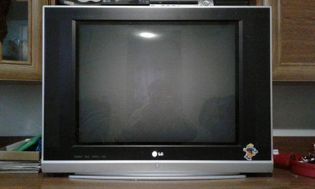 Цветной телевизор LG 69 см. в нормальном рабочем состоянии.