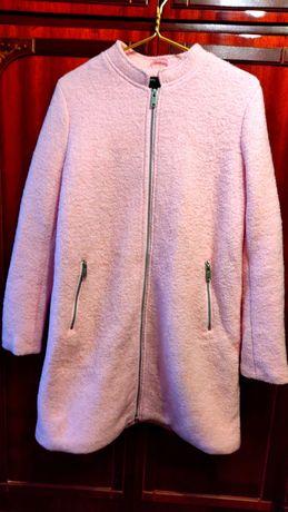 Пальто демисезонное из буклированной ткани.
