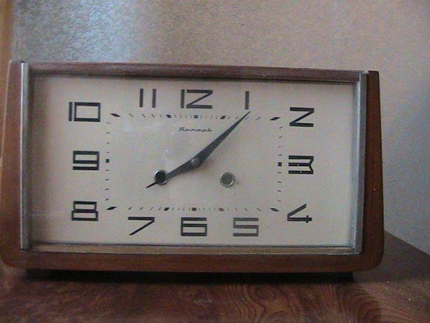 """Часы """"Янтарь""""с часовым и получасовым боем.СССР.1965 год."""