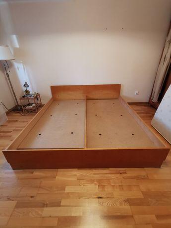 Drewniane łóżko dwuosobowe